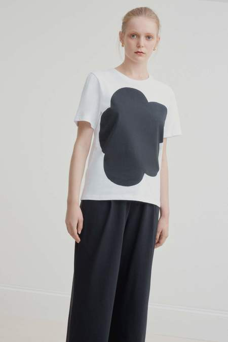 Kowtow Big Flower Tee - Black Print