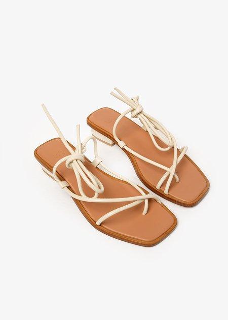 LOQ Sal Ara Sandals - off-white