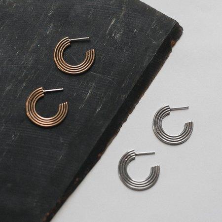 Knuckle Kiss Corona Earrings - Brass