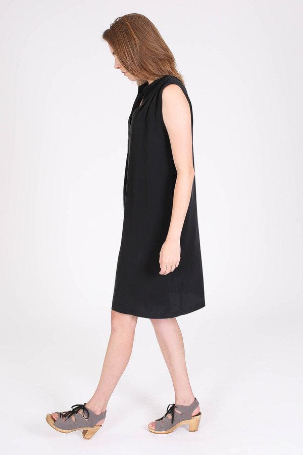 The Podolls Pleatneck dress in black