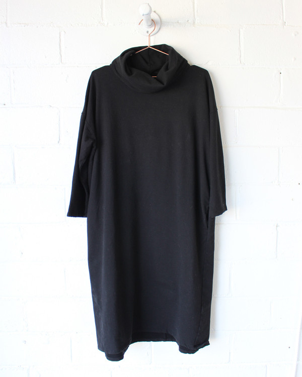 esby ELIZA TURTLENECK DRESS - BLACK