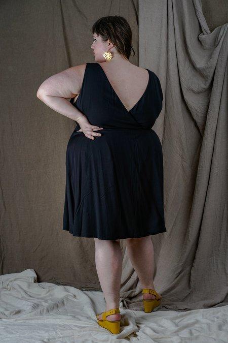 Field Day Challis Wrap Dress - black