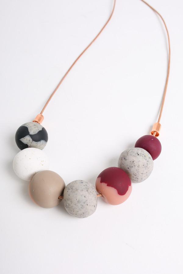 Peppertrain The jessie mini necklace in stone/bordeaux