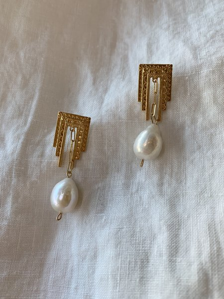 BEFORE MARCH Deco Earrings - Gold/White