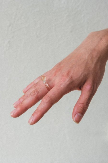 JANE D'ARENSBOURG GLASS DOT RING - PEACH