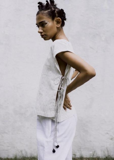 Nandni Studio Be different top - White/Grey