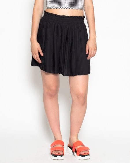 Shale Mare Mino Pleated Shorts - Black