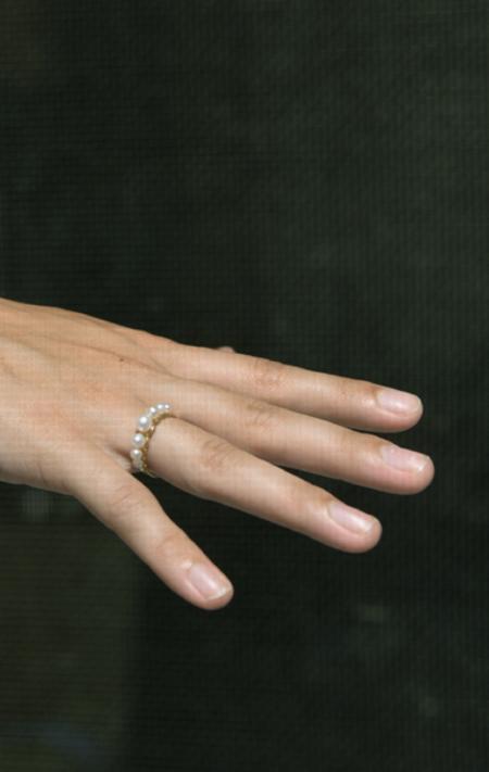 Beatriz Palacios 7 Pearls Ring