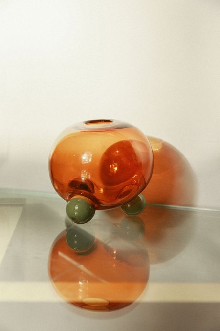 Little Tomato Glass Glass Round Tripod Vase - Amber/Green