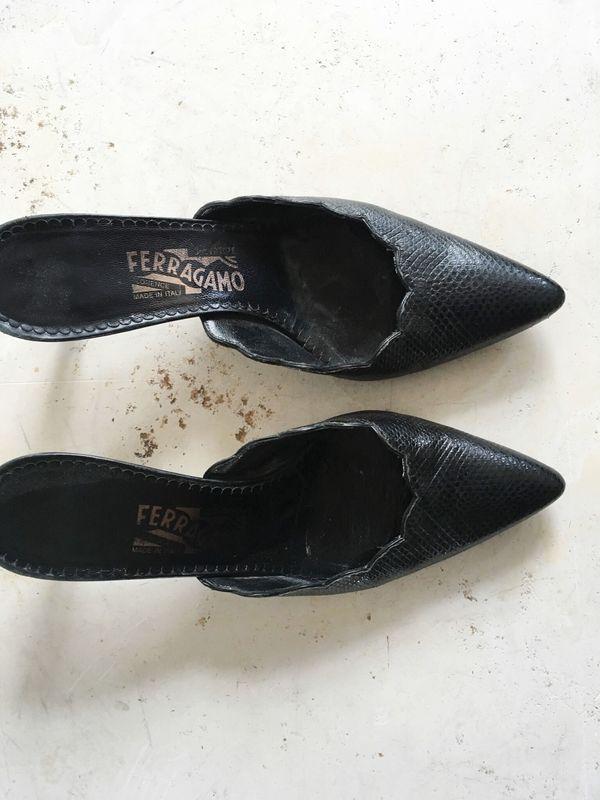 The Shudio Vintage Black Ferragamo Scallop Kitten Heels (Sz 7)
