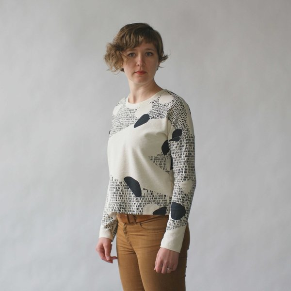 Make It Good Composition #1 Cropped Sweatshirt in Cream