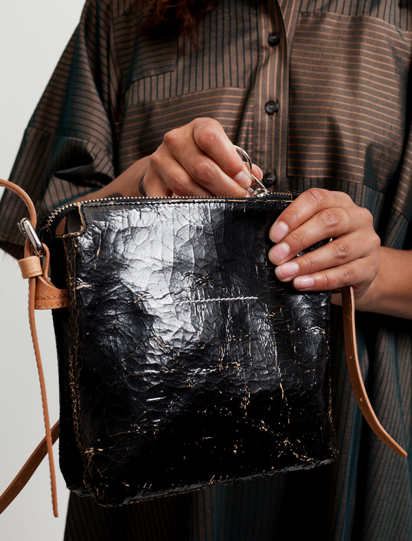 MM6 by Maison Margiela Womens Cracked Leather Purse