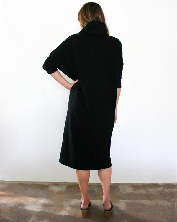 esby TARA TURTLENECK DRESS - BLACK