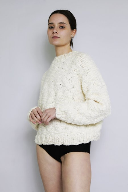 OUND HAND KNITTED WOOL CAVEN JUMPER - IVORY