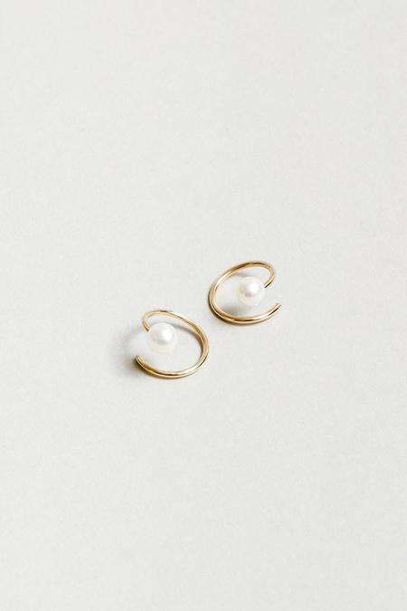 Wolf Circus Pearl Swirl Earrings - White/Gold