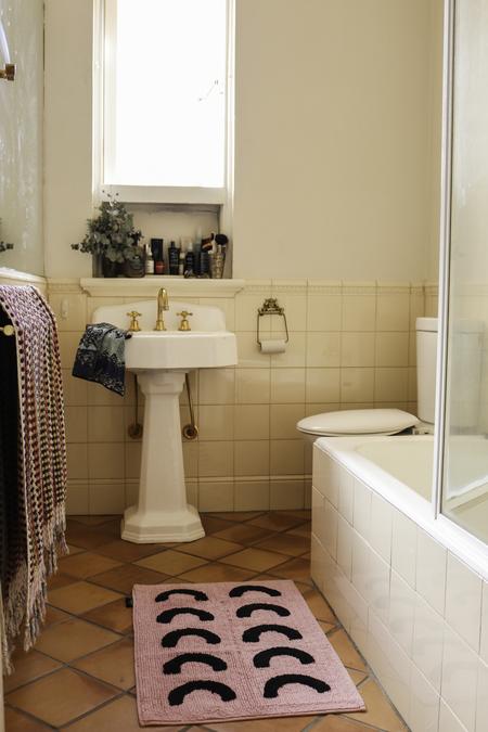 Mosey Me Curve Bath Mat - Pink