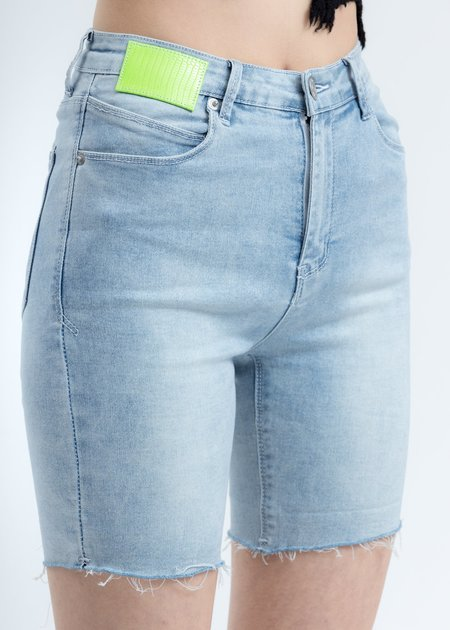 Ann Andelman Lizard Patch Jean Shorts - blue