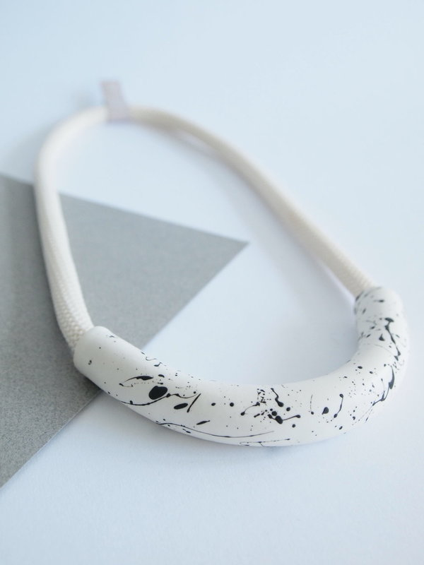YYY speckled tube necklace