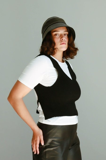JOWA. Are you Open Back Knit Vest - Black