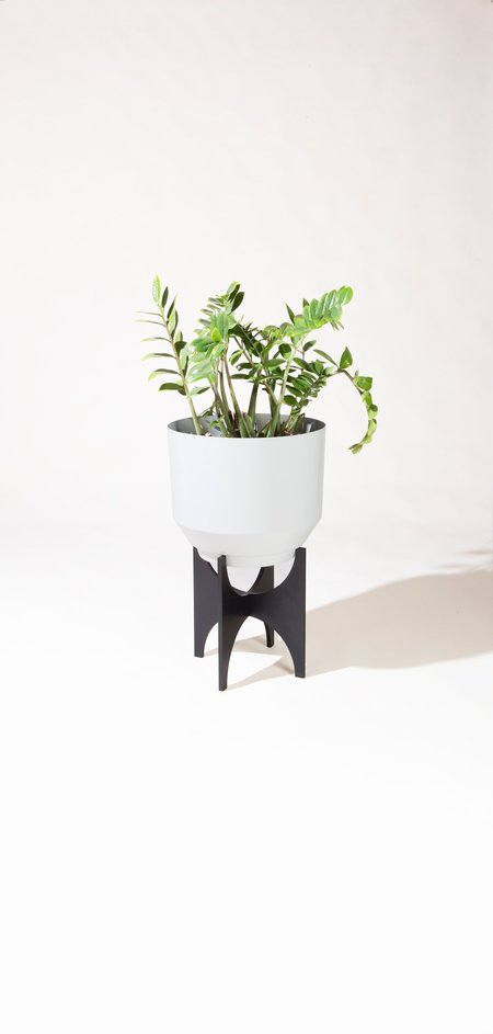 Yield 16 Planter Stand - Black