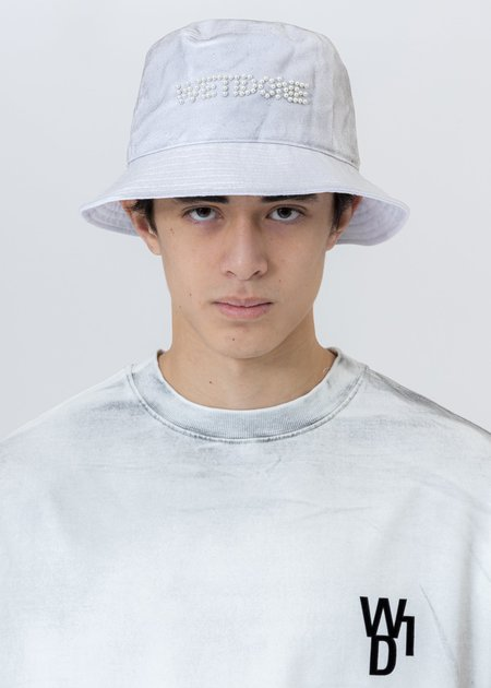 we11done Pearl Logo Bucket Hat - White