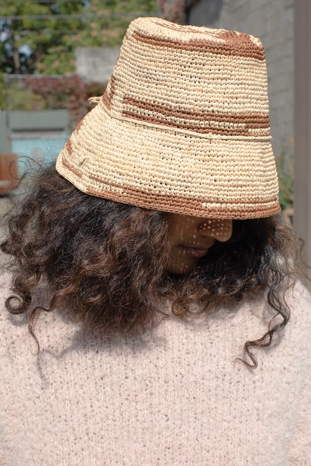 COLORANT RAFFIA BUCKET HAT - BRICK SWIRL