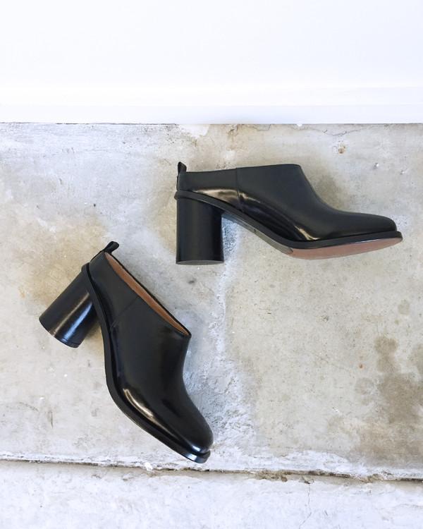 Creatures of Comfort Round Heel Mule in Black