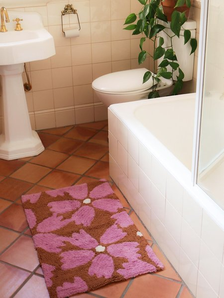 Mosey Me Flower Bath Mat - Rust