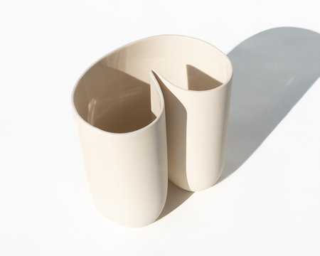 Dust and Form Esse Vessel