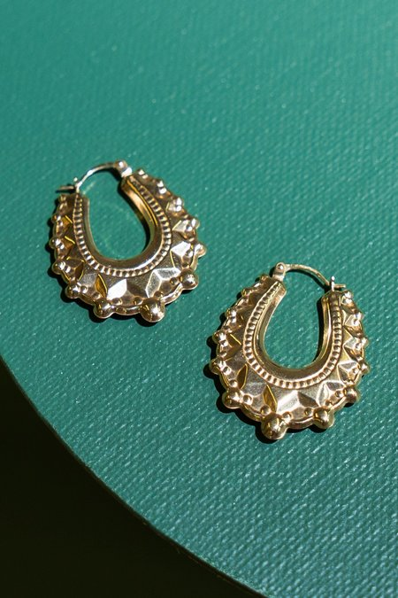 WOLF & GYPSY VINTAGE Aurum V-Shaped Oval Creole Small Earrings - Gold