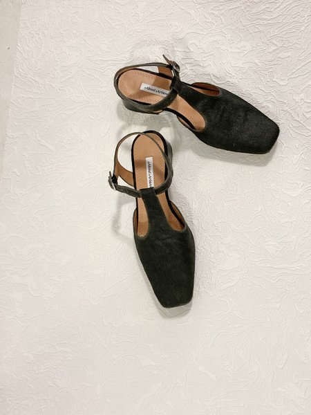 About Arianne Vincent Heels - Amazzonia