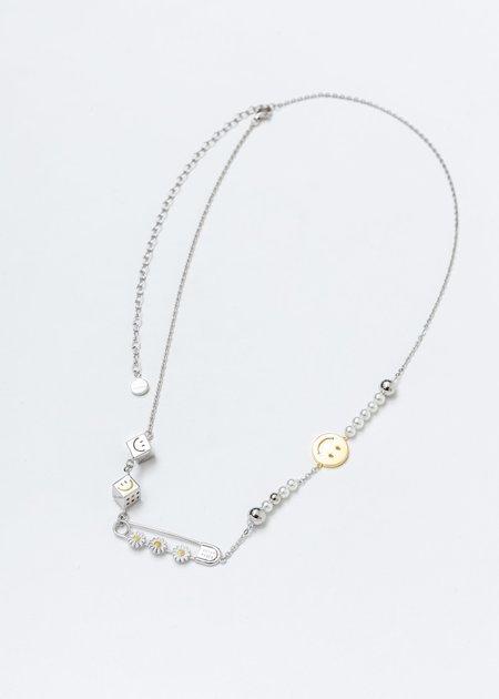 ASTAR HADES Daisy Pin Necklace - Silver