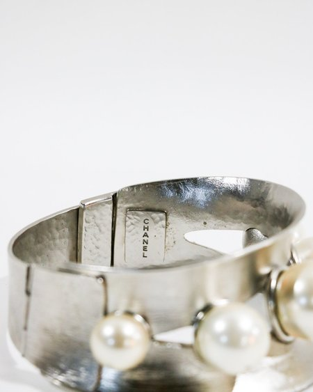 [pre-loved] Chanel Faux Pearl Cuff Choker - Silver