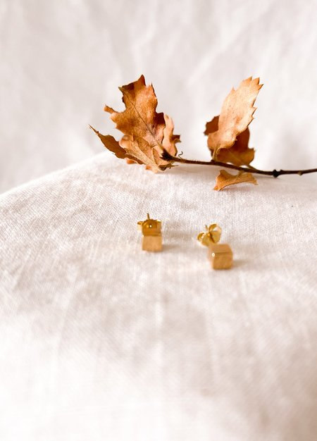 Giant Lion Cube Studs - Yellow Gold