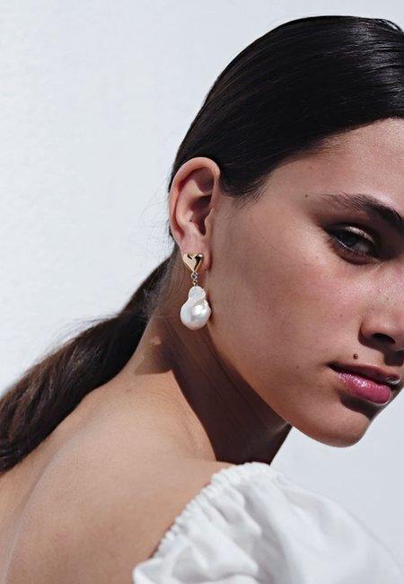 Meadowlark Camille Pearl Earrings - gold/dark blue sapphire