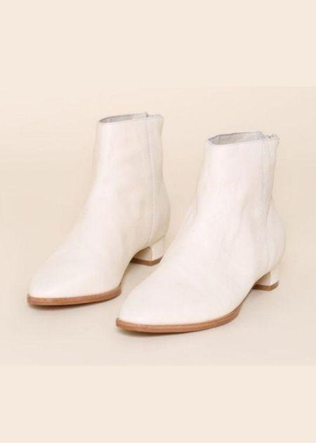 """INTENTIONALLY __________."" Gary Boots - Cream"