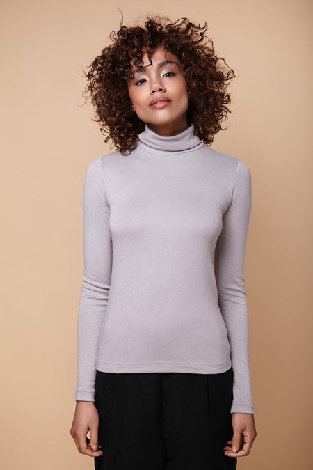 Amanda Moss Brigid Turtleneck (Dove Grey)