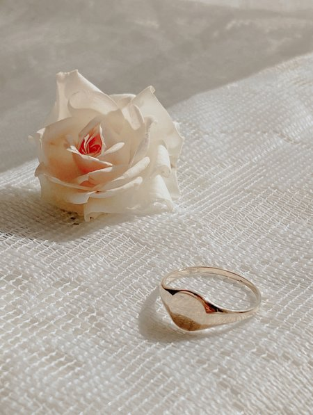 The Thorny Roses Round Signet Ring - 14K Gold