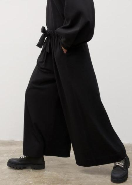 kowtow Gather Pant - Black