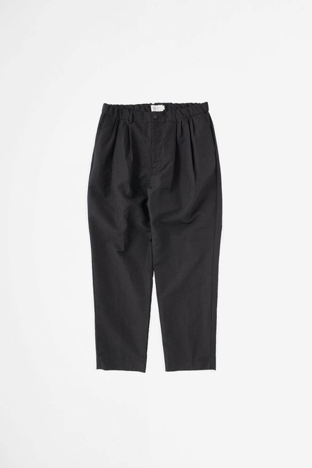 Still By Hand 4 Tuck pants - black