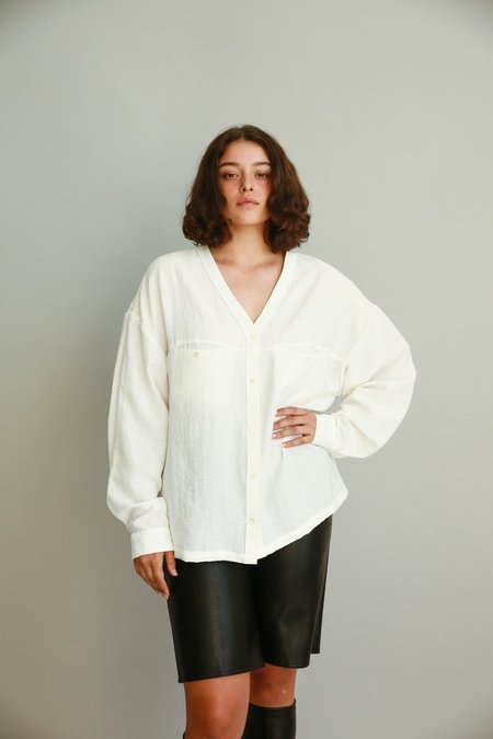 JOWA. Londonflat Oversized V neck Shirt - White