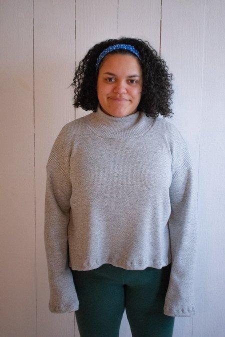 Conrado Ena Turtle Neck Cropped Wide Sleeve Sweater - Light Grey