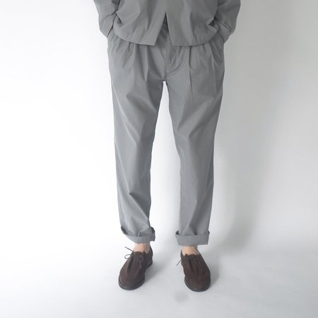 Still By Hand 4 Tuck Slim Tapered Pants - Blue Grey
