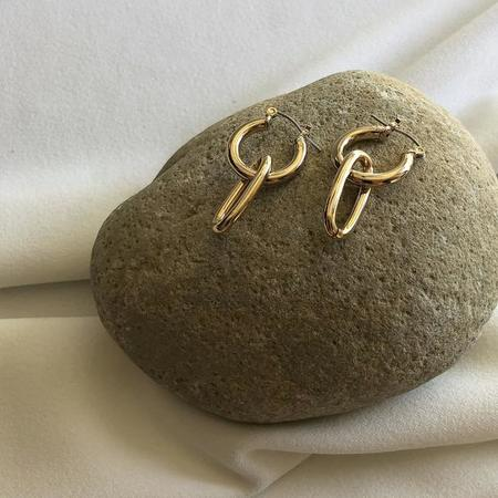 Maslo Jewelry Tiny Latch Oval Ring Hoops - 14K Gold Plate