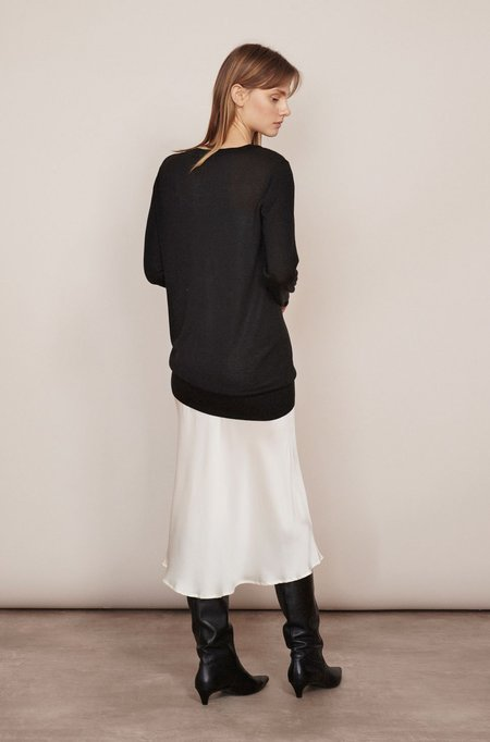 Silk Laundry DEEP V SWEATER - BLACK