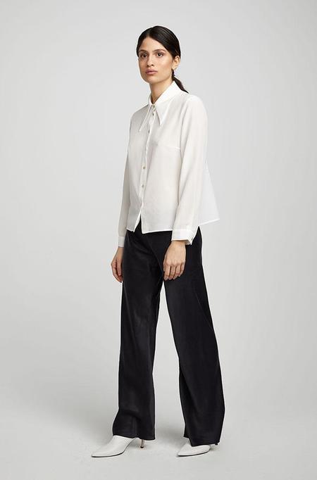 Silk Laundry SHARP COLLAR SHIRT - WHITE