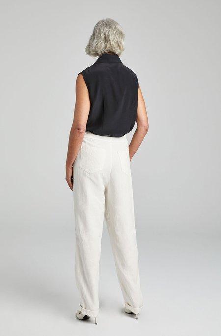 Silk Laundry SLEEVELESS SHARP COLLAR SHIRT - BLACK