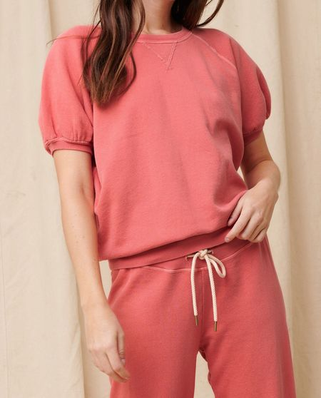 The Great. The Short Sleeve Puff Sweatshirt - Coral
