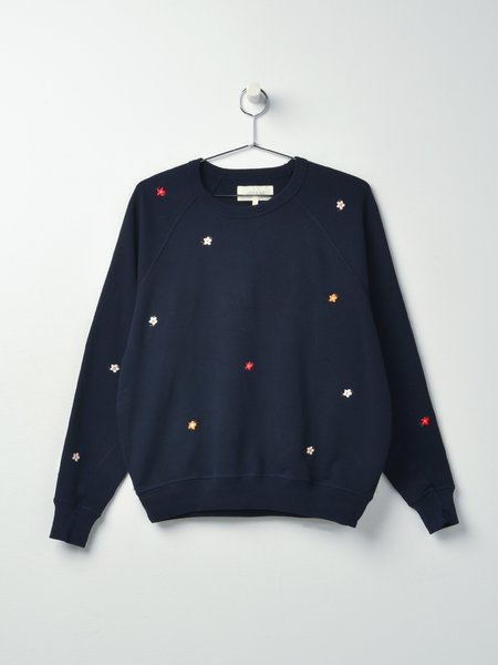 The Great. THE COLLEGE SEED FLORAL EMBROIDERY SWEATSHIRT - NAVY NAVY
