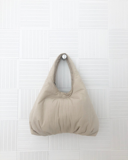 AMOMENTO Padded Bag - Beige